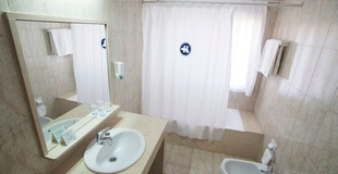 DOPPELZIMMER MIT ZUSTELLBETT Hotel Torreluz Centro